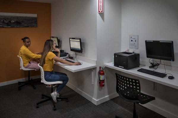 studio plaza study room with computers